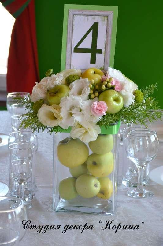 """Букет из зеленых яблок, белых эустом, розовой гвоздики кустовой, гиперикума, белых гвоздик, зеленых хризантем сантини и зелень в - фото 2889051 Студия """"Корица"""" - свадебный декор и флористика"""