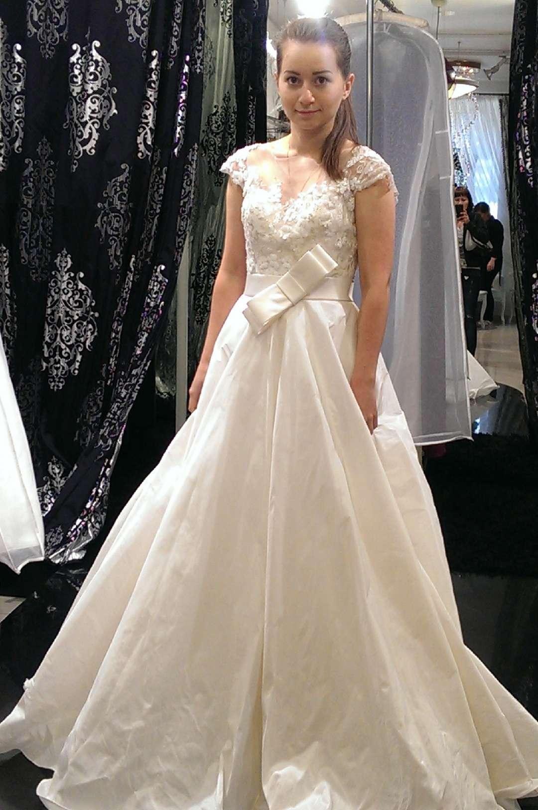 1ff4c65ffb62179 Я про шерстила интернет, и нашла-таки данное платье нужного размера, но не  в Москве, в Санкт-Петербурге. Созвонившись с салоном, я начала выяснять, ...