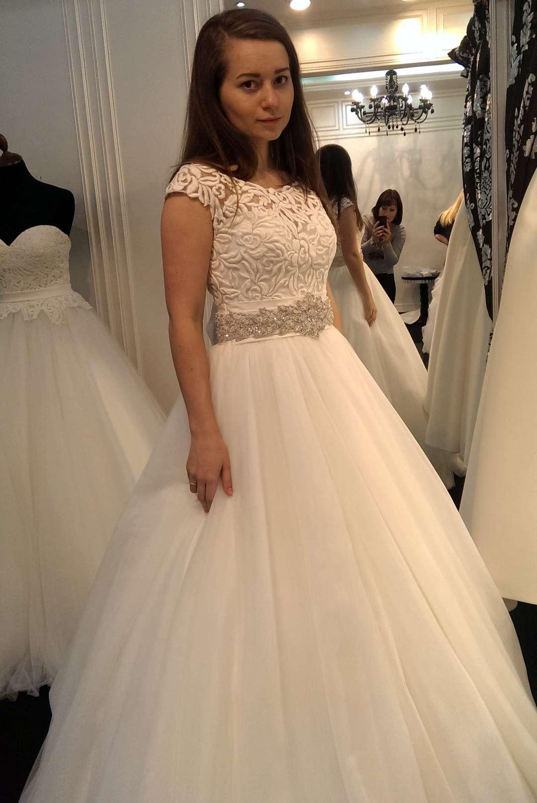 fec71ac850f75b1 Единственное, что платье, как обычно, было нам не много великовато, но нам  предложили приехать через несколько дней, сказав, что нужный размер есть на  ...