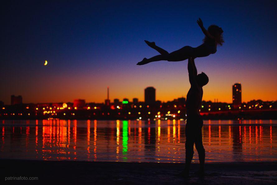 Ребята настоящие акробаты, выступают в цирке. - фото 3757227 Свадебный фотограф Евгения Патрина