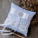 Голубая кружевная подушечка для колец