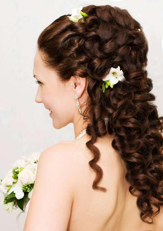 прически на длинные волосы жгутиками в форме цветка