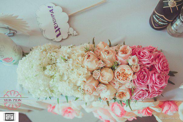 """Композиция из кремовых пионовидных роз, розовых роз, белых гвоздик и хамелациума.  - фото 2711789 Студия флористики и дизайна """"Mon Pion"""""""