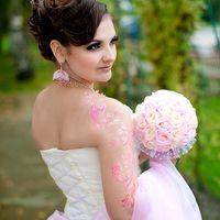 Букет невесты в нежно-розовых тонах, лёгкий и очень приятный на ощупь.