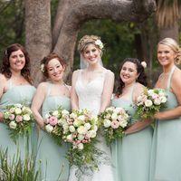 Профессиональная фотосъемка в Калифорнии Невест а и её подружки в светло-зеленом