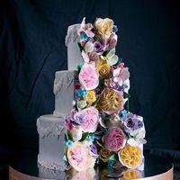"""Свадебный торт с декором из сахарных цветов, кондитерская """"Колесо времени"""" - дегустация, доставка, заказ на сайте."""