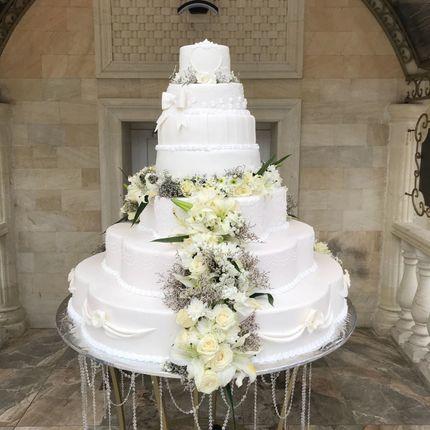 """Мастичный торт с живой флористикой """"Королевский"""""""