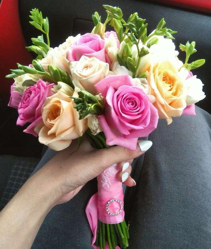 Букет невесты из нежных роз и фрезии - фото 11748998 Студия декора Rizi