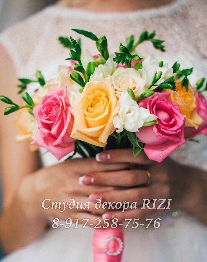 Букет невесты из роз и фрезии - фото 11819954 Студия декора Rizi