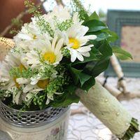 Ромашковый букет невесты с гипюровой ножкой