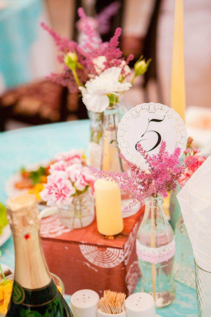 Центральная композиция на гостевых столах + номер стола. - фото 6443030 Студия декора Арт-знаК