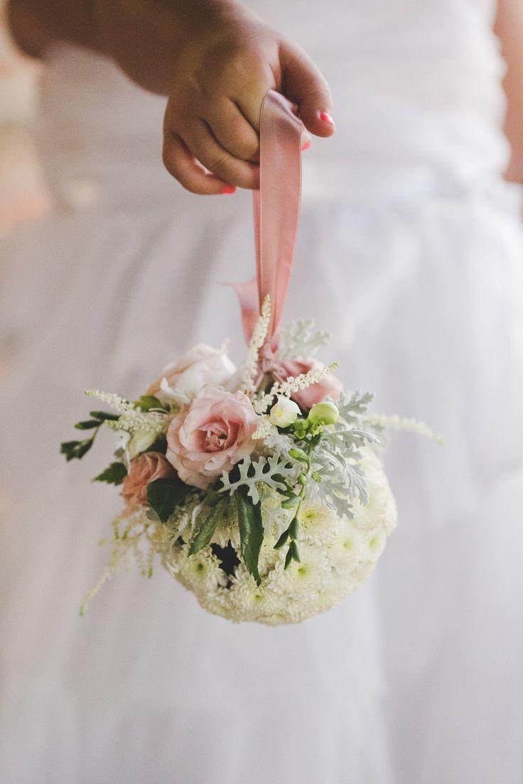Букет невесты в виде капли, букет лилиями