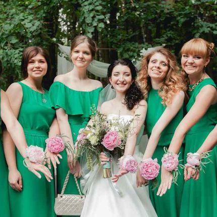Браслет из цветов для подружек невесты