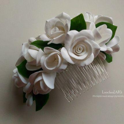 Гребень с белоснежными розами и крокусами в причёску невесты