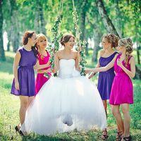 Невеста, подружки и качели