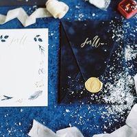 роскошные пригласительные с бархатными конвертами и золотым тиснением