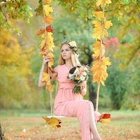 Девушка с букетом на качели Осень