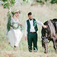 Жених и невеста, качели и лошадб