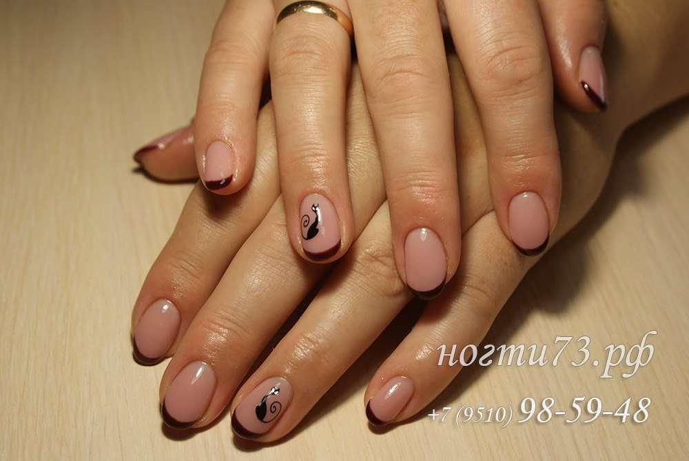 Тёмный френч на ногтях