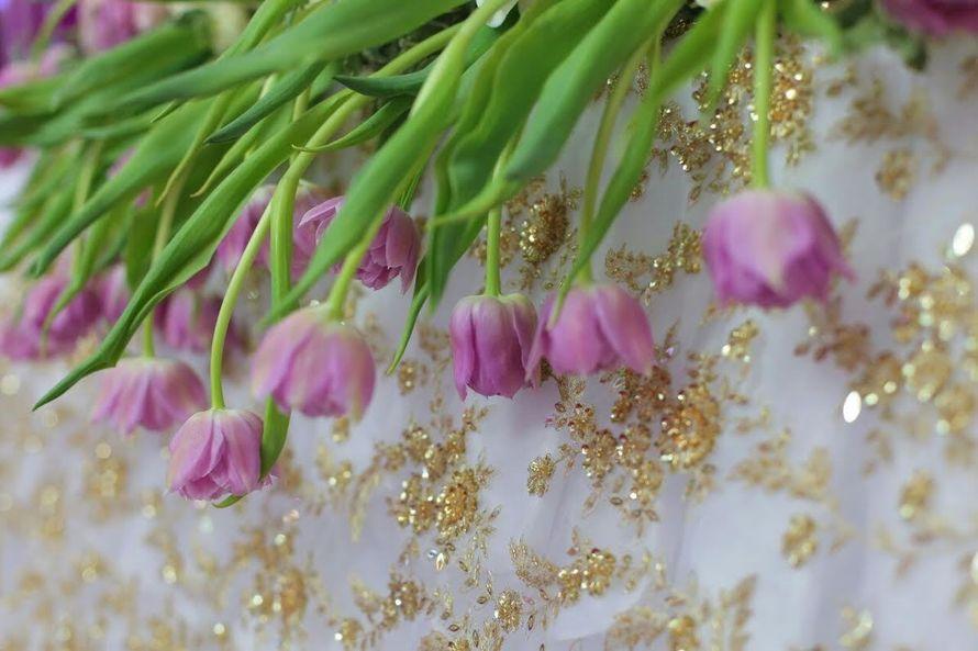 Ниспадающая цветочная композиция - фото 4330869 Студия декора Люси Пасмурной