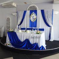Оформление зала в синем цвете