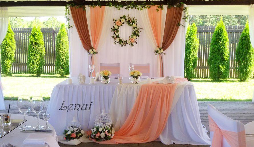 Оформление зала в персиково-розовом, молочном и кофейном цветах