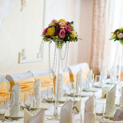 Цветы на столы гостей в вазе