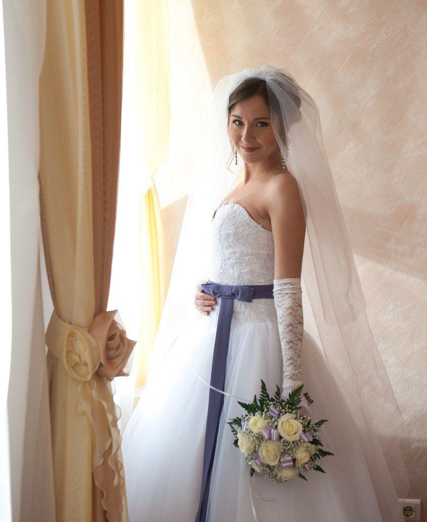 Шикарное платье на невесте Юлии! Кружевной корсет и юбка из евро фатина смотрятся нежно и элегантно! - фото 14892598 Свадебный салон Юлии Савиной