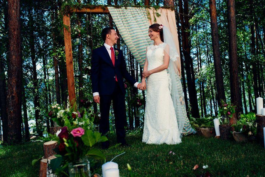 Невеста Анастасия в кружевном платье молочного цвета ! Спасибо за ваш выбор и прекрасное фото! - фото 14892724 Свадебный салон Юлии Савиной