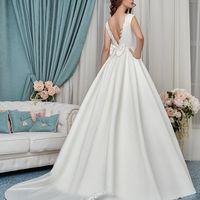 В наличии потрясающее платье с открытой спинкой из атласа
