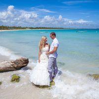 жених и невеста, съемка в Доминикане,  пляж Макао, океан, улыбка, любовь, прибой