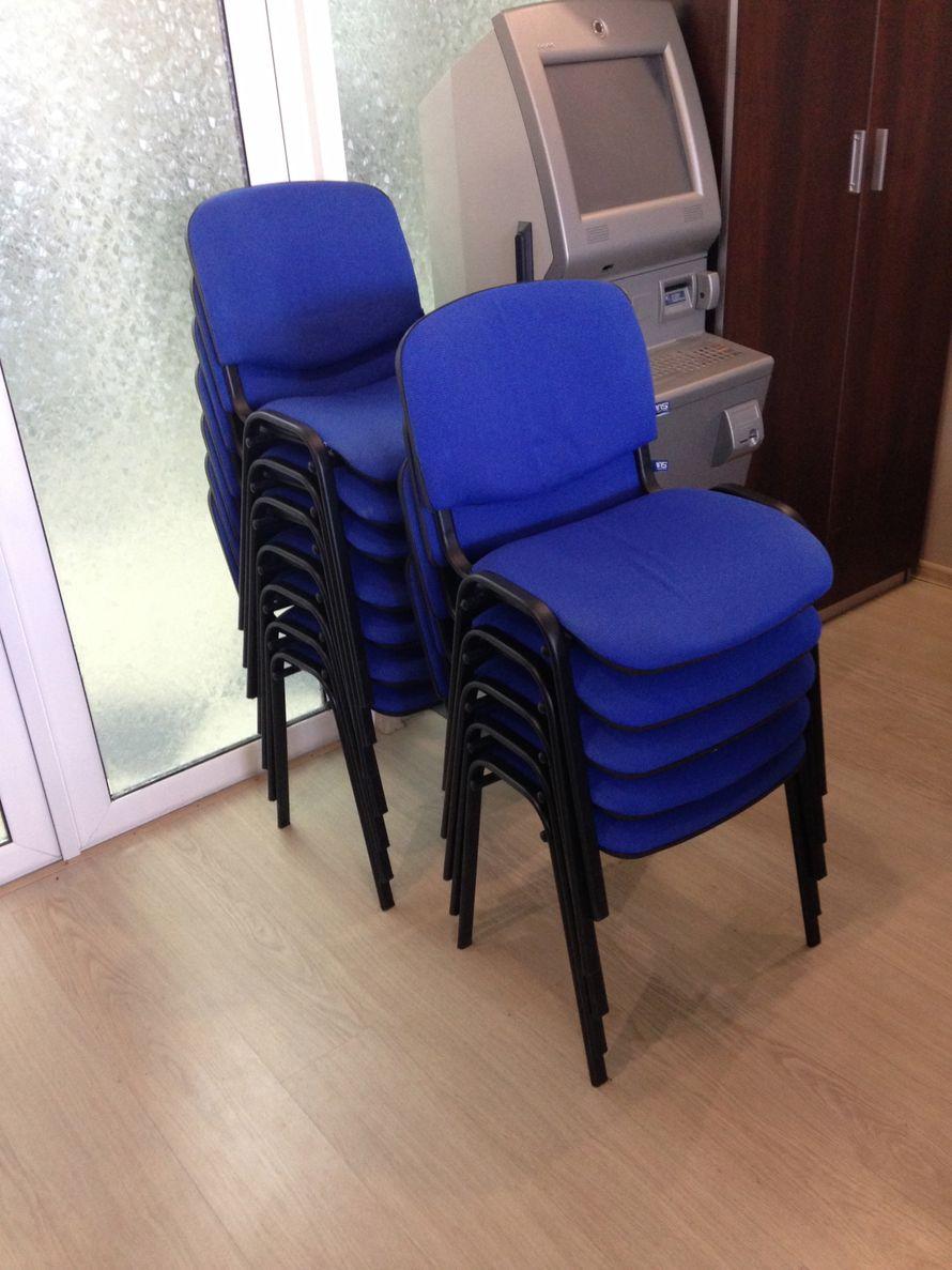 Офисный синий стул