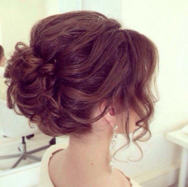 Прическа с собранными волосами на средние волосы