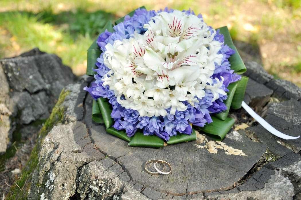 Официальный, букет невесты из гиацинта белого