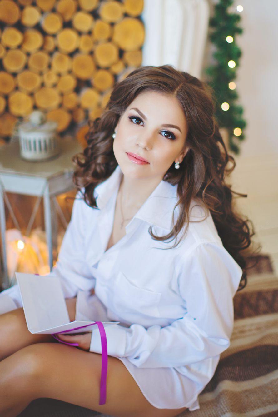 Невеста с прической из пышных распущенных локонов, с нежным естественным макияжем - фото 3338331 Визажист Евгения Андреева