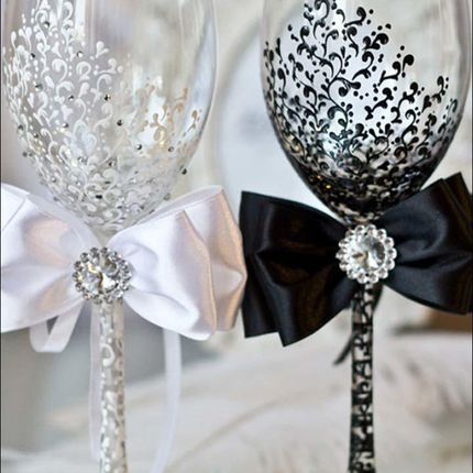 Художественная роспись бокалов в стилистике свадьбы