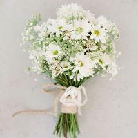 Букет невесты из белых ромашек и аммии в стиле рустик