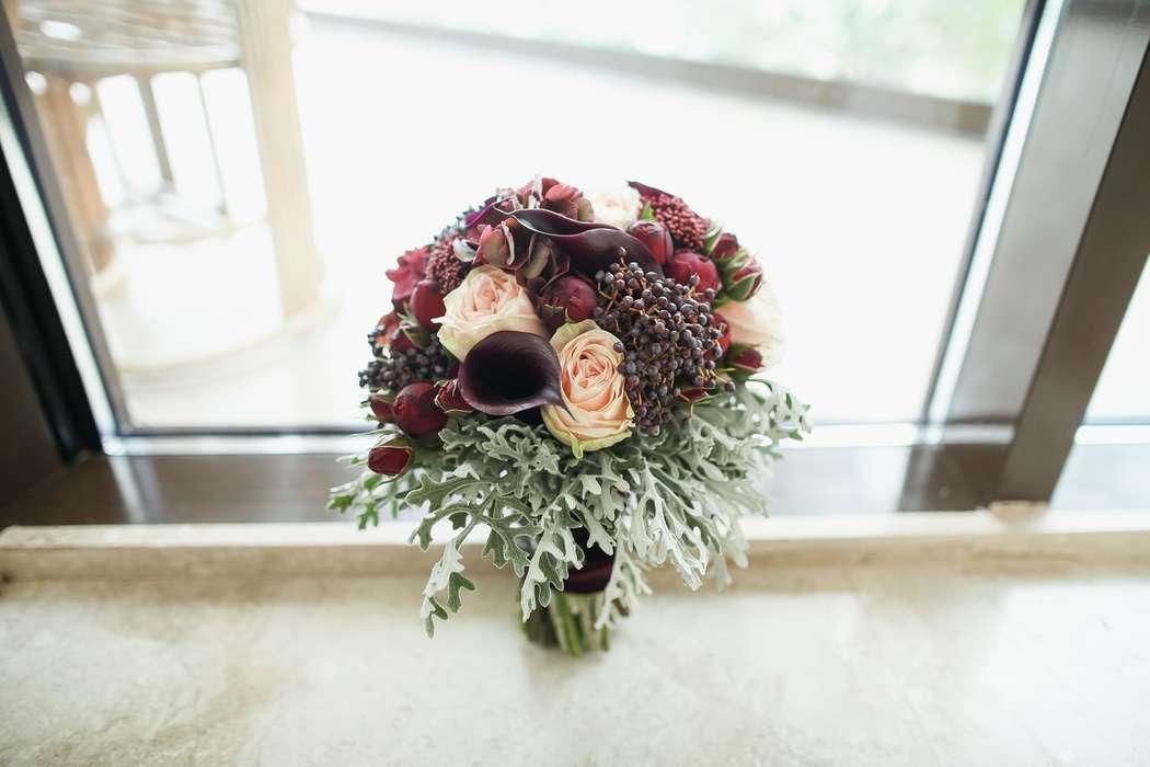 """Букет невесты с пионовидными розами, каллами, ягодами, каллами - фото 12741630 Декор-агентство """"Leica decor"""""""