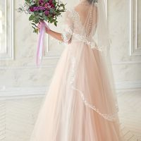 Свадебное платье Alysson.  Платье А-силуэта с кружевным лифом и юбкой из фатина. Пудровый отенок.