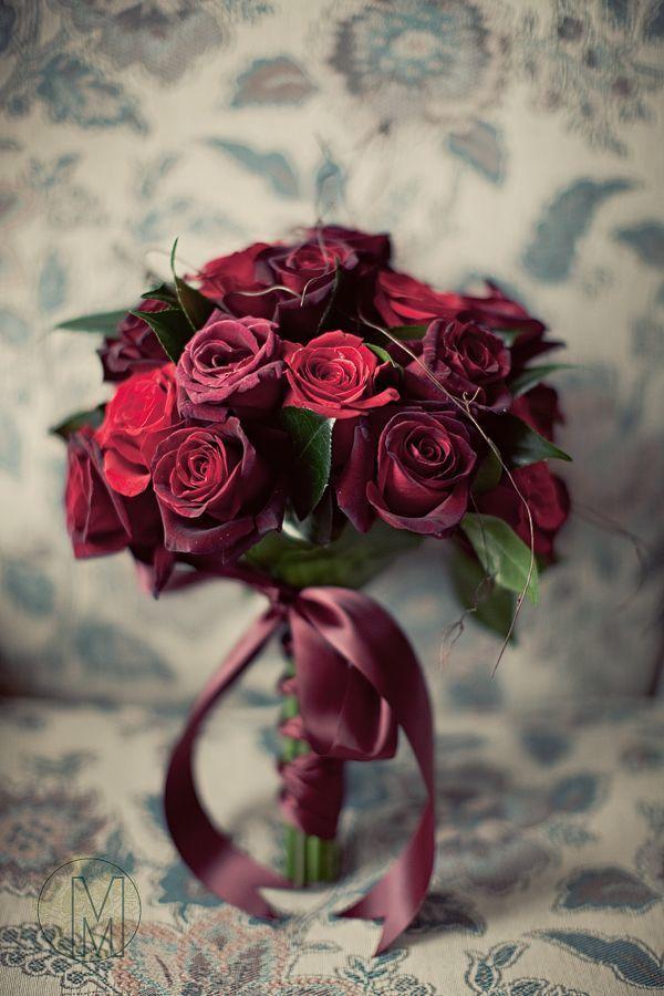 Букет невесты из ярко-розовых и бордовых роз, завязанный бордовой атласной лентой  - фото 3553333 Свадебное агентство Art Family
