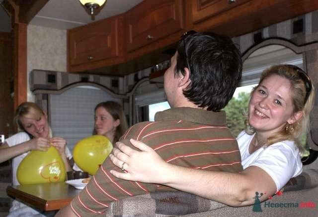 За столиком в Шикарусе. Автор Photo.Inc. - фото 30162 Шикарус - аренда эксклюзивного транспорта