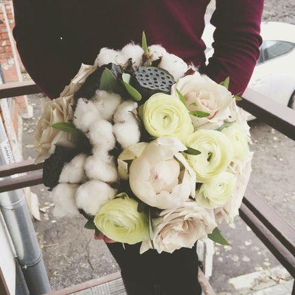 Букет невесты с лотосами