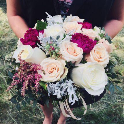 Букет невесты из роз и маттиолы