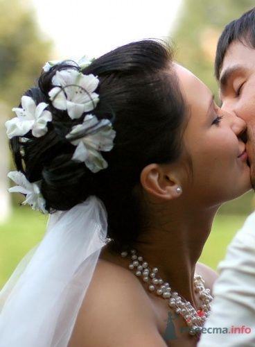 Причёска с живыми альстромериями - фото 2809 Визажист-стилист свадебного образа Лариса Костина