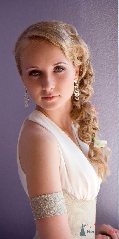 Фото 31522 в коллекции Ассиметричная прическа с альстромериями - Визажист-стилист свадебного образа Лариса Костина