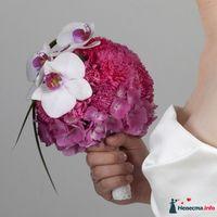 Розовый букет невесты из гвоздик, гортензий и белых орхидей x_2b5deb3a