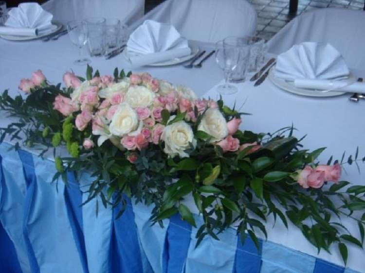 Ладья из живых цветов на стол для молодых - фото 1869873 Корпорация праздников - студия оформления