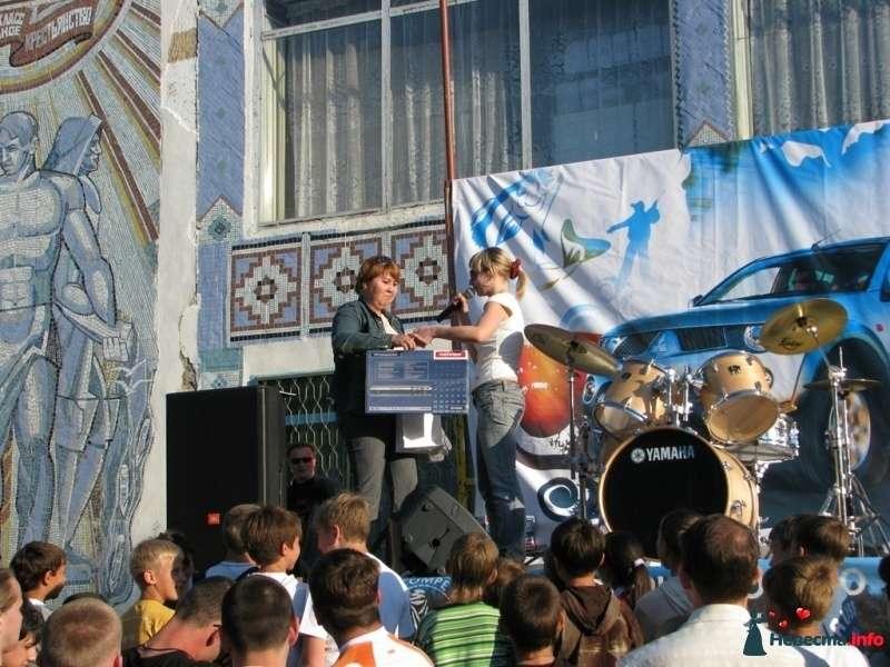 презентация автомобилей в селе Икряное - фото 273213 Ведущая Катерина