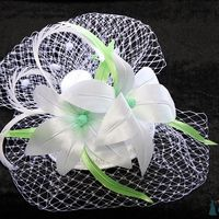 Свадебная вуалетка с лилиями