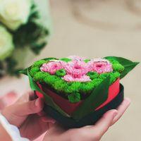 цветочная подушечка для колец в форме сердца